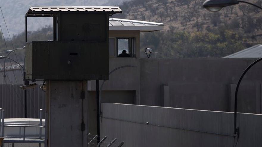 Vista del exterior del Penal Punta Peuco, recinto donde cumplen condenas exmilitares acusados de delitos de lesa humanidad durante la dictadura de Augusto Pinochet, el 14 de abril de 2020 en la comuna de Tiltil, a las afueras de Santiago (Chile).