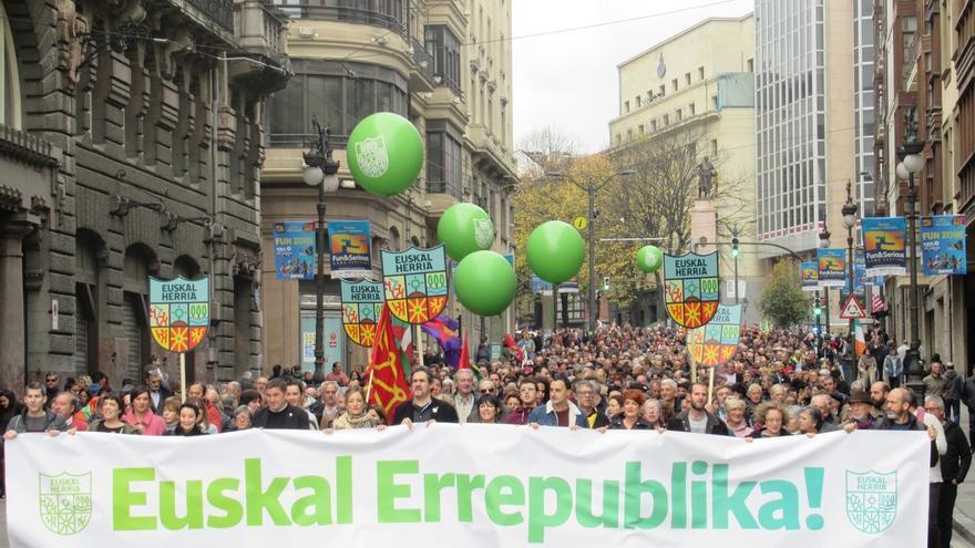 """Varios miles de personas reclaman en Bilbao una República Vasca frente a una Constitución """"cárcel de pueblos"""""""