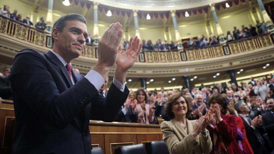 El presidente del Gobierno, Pedro Sánchez, ovacionado tras su investidura en el Congreso