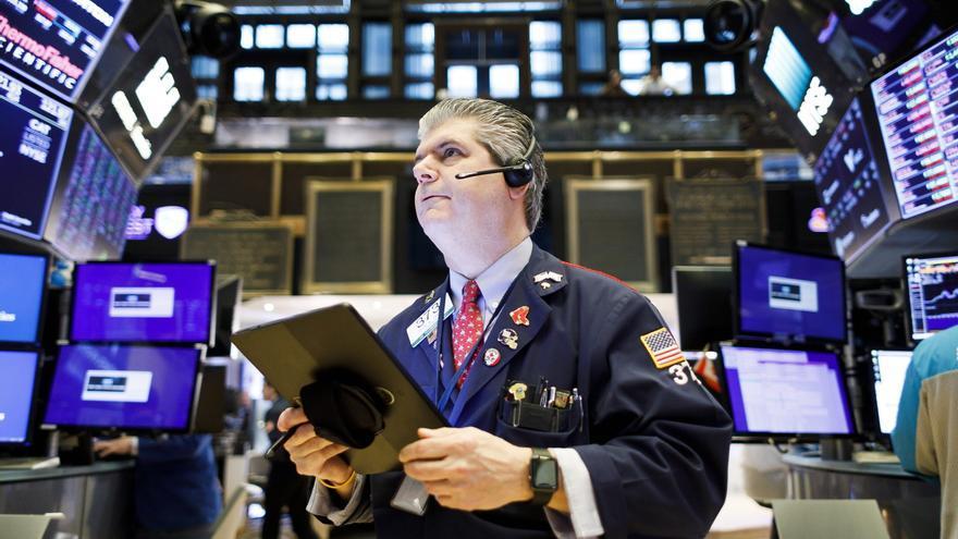 Wall Street cierra con pérdidas y el Dow baja un 1,11 %, tras las palabras de Powell