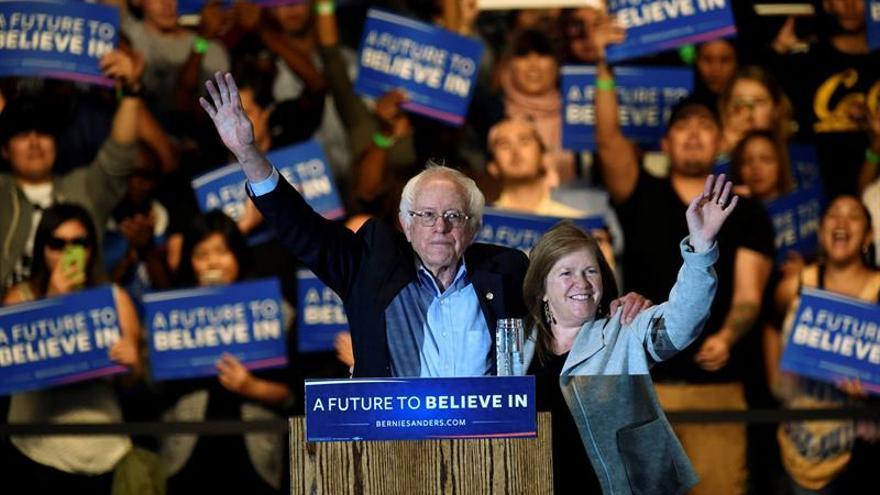 Sanders se apunta otro tanto frente a Clinton y Trump gana sin rivales