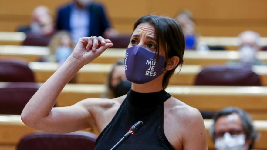La ministra de Igualdad, Irene Montero, interviene en una sesión de control al Gobierno, a 8 de junio de 2021, en el Senado, Madrid, (España). La sesión, marcada por la ausencia del presidente del Gobierno debido a su viaje oficial a Argentina, gira en to