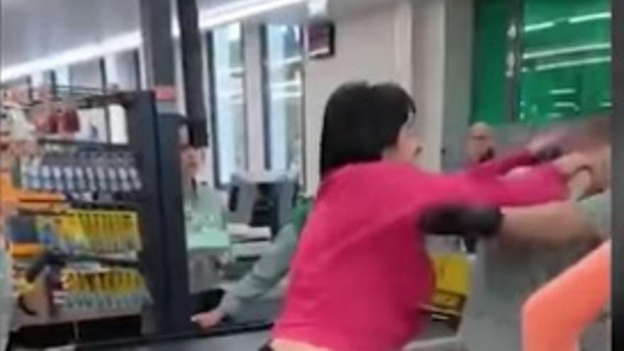 Imagen del robo y la agresión a los trabajadores