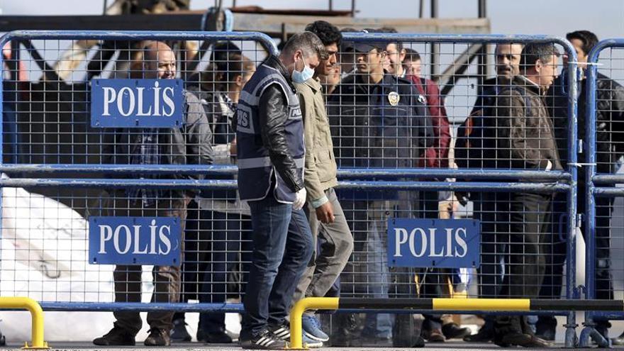 Grecia expulsa a los primeros migrantes desde las islas a Turquía