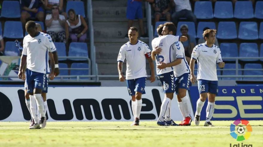 Carlos Ruiz celebra el gol conseguido en el Heliodoro Rodríguez López ante el Valladolid.