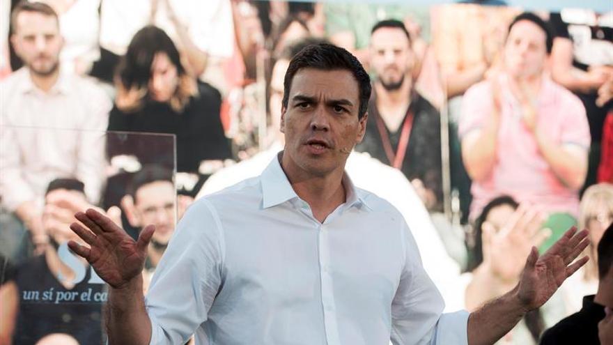 """Sánchez dice que la entrada del PSC en Barcelona acabará con el """"postureo"""" de Colau"""