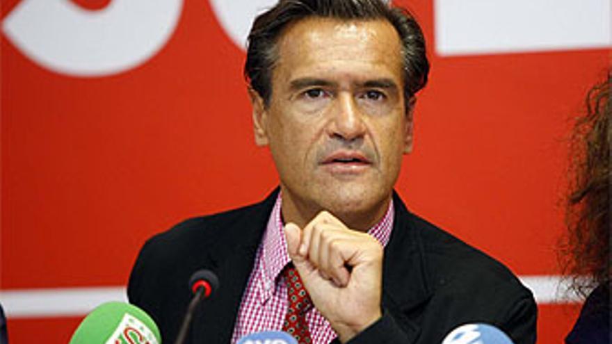 López Aguilar dice que el Gobierno canario abandona a los más necesitados