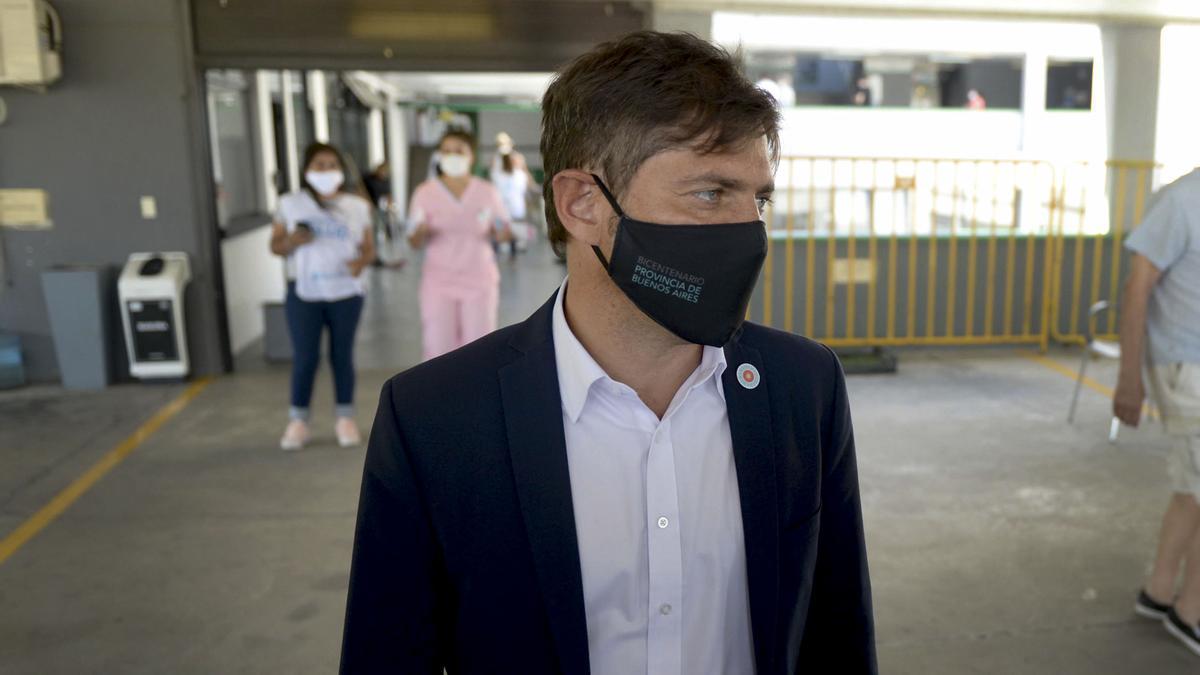 Kicillof, en un centro de vacunación en el Estadio Maradona de La Plata.
