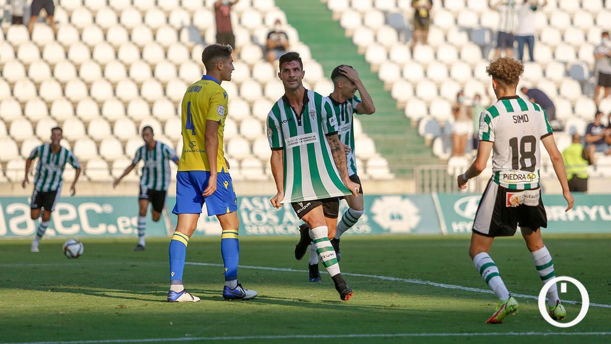 Willy celebra un gol junto a Simo