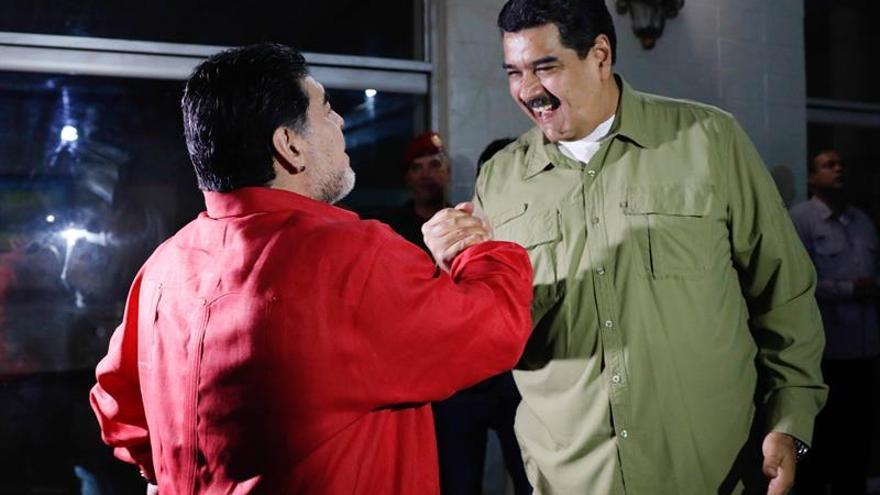 """Maradona carga contra Macri y dice que """"viene de una familia de ladrones"""""""
