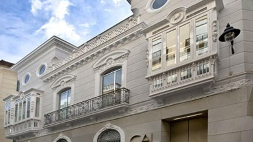 El CAL arranca el otoño de 'Letras Capitales' con Almudena Grandes, Héctor Abad y Nell Leyshon