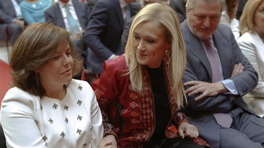 """Sáenz de Santamaría: """"Hay que trabajar mucho en la Comunidad de Madrid"""""""
