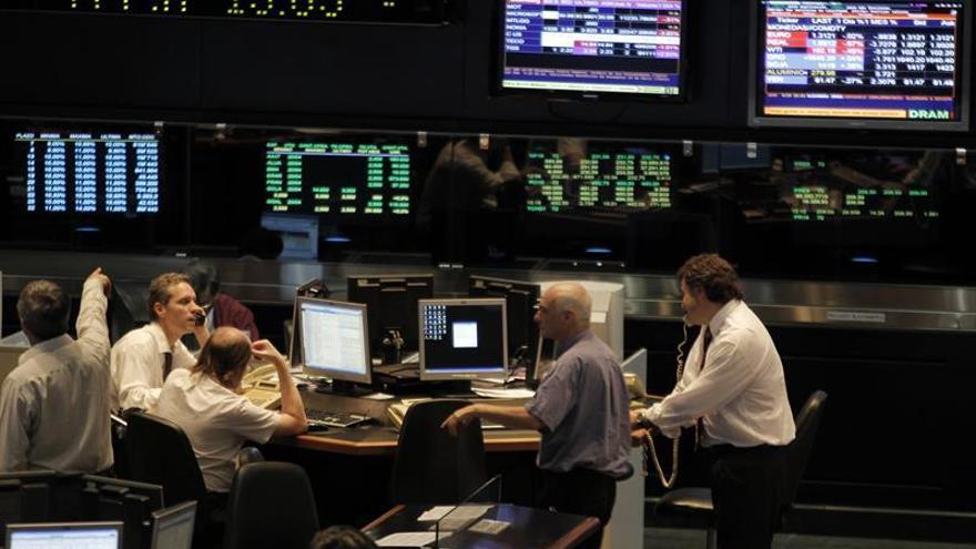Las bolsas latinoamericanas cierran a la baja con un Wall Street mixto