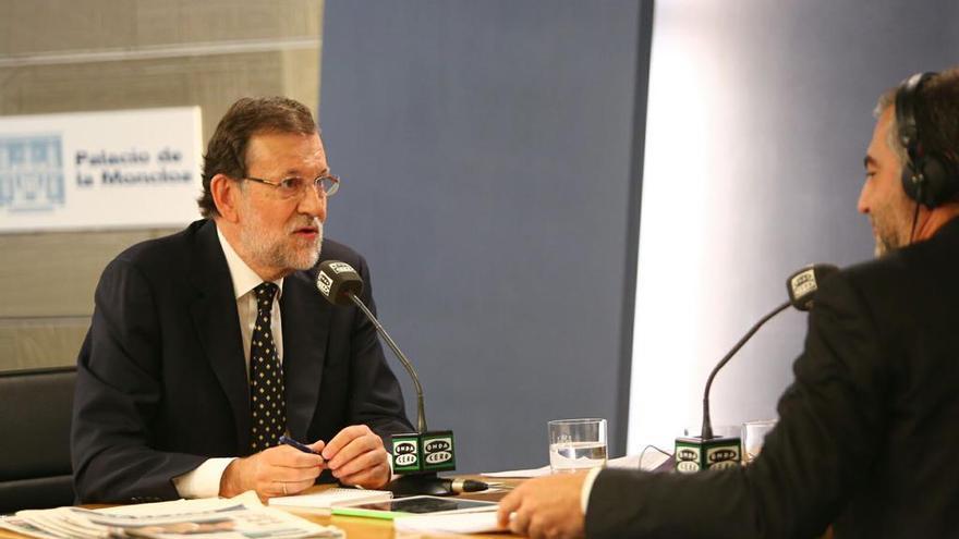 Mariano Rajoy, durante su entrevista en Onda Cero desde el Palacio de la Moncloa