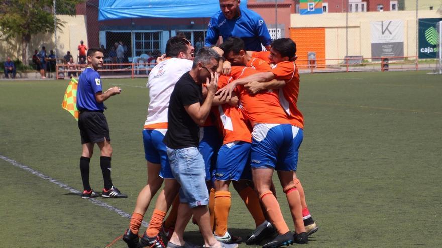 Imagen de archivo del partido entre la UD Los Llanos y el Haría CF disputado en el estadio Aceró. Foto: JOSÉ AYUT.