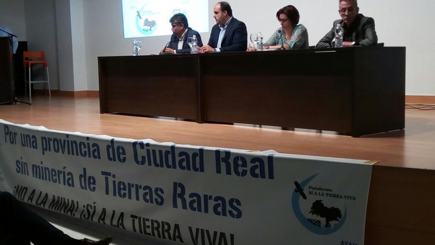 Debate electoral sobre tierras raras / Plataforma Sí a la Tierra Viva