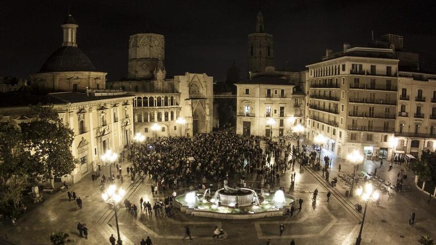 La plaza de la Virgen acoge la concentración de la AVM3J/@0responsables