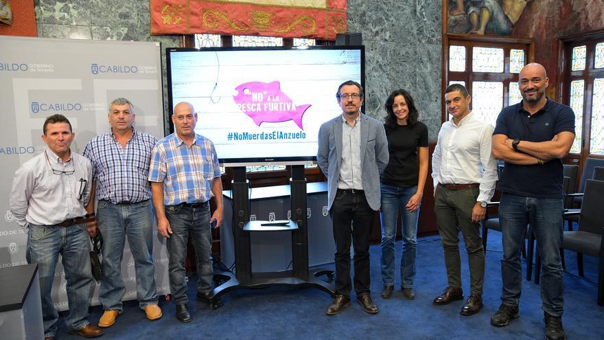 Imagen de la presentación de la campaña con el lema '#Nomuerdaselanzuelo', este martes en el Cabildo tinerfeño