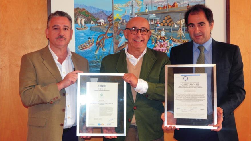 Pedro Suárez recibe la certificación de los puertos estatales en la provincia tinerfeña
