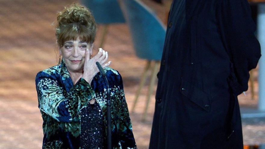 La actriz Carmen Maura llora durante la gala de los Premios del Cine Europeo en Sevilla