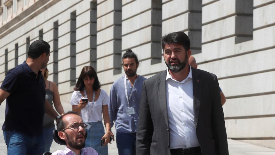 El secretario de Organización de Podemos, Pablo Echenique, y el responsable de Economía de IU, Carlos Sánchez-Mato.