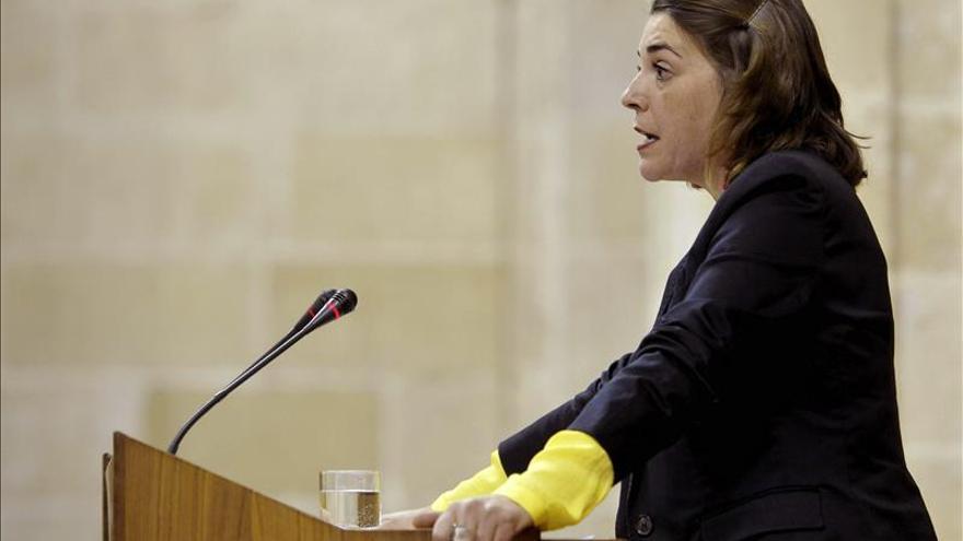 La consejera andaluza justifica el realojo de la corrala, que el PP pide investigar