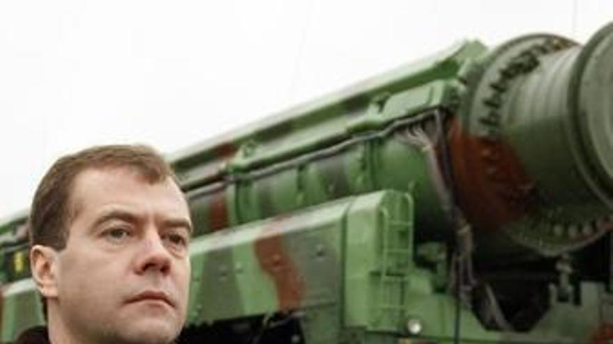 Medvedev ordena la revisión de los almacenes armamentísticos rusos