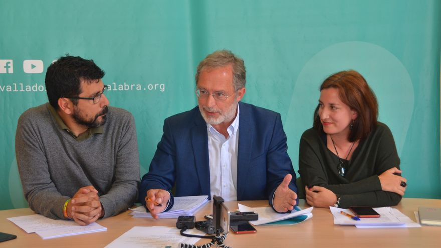 Los concejales de VTLP Alberto Bustos, Manuel Saravia y María Sánchez durante la rueda de prensa