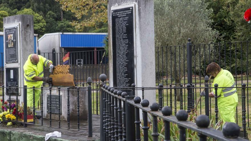 Aparece con pintadas el monumento en recuerdo a las víctimas del nazifascismo
