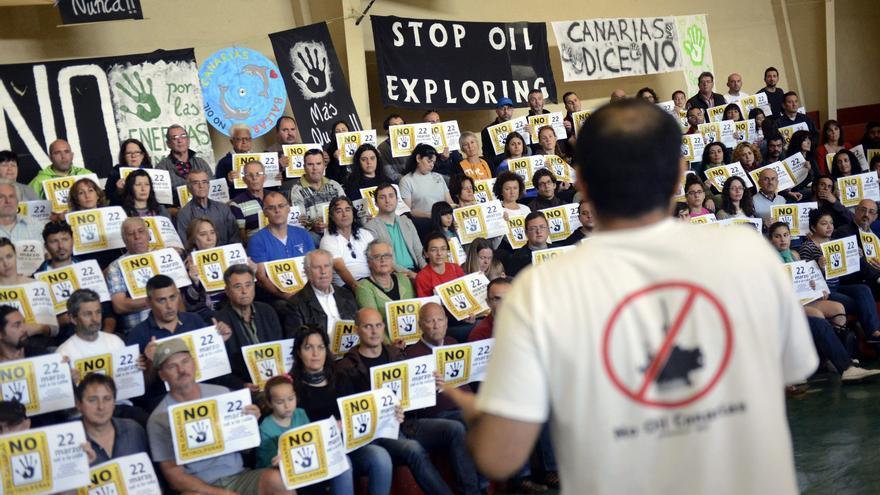 Acto público en Lanzarote contra las prospecciones petrolíferas. | Efe