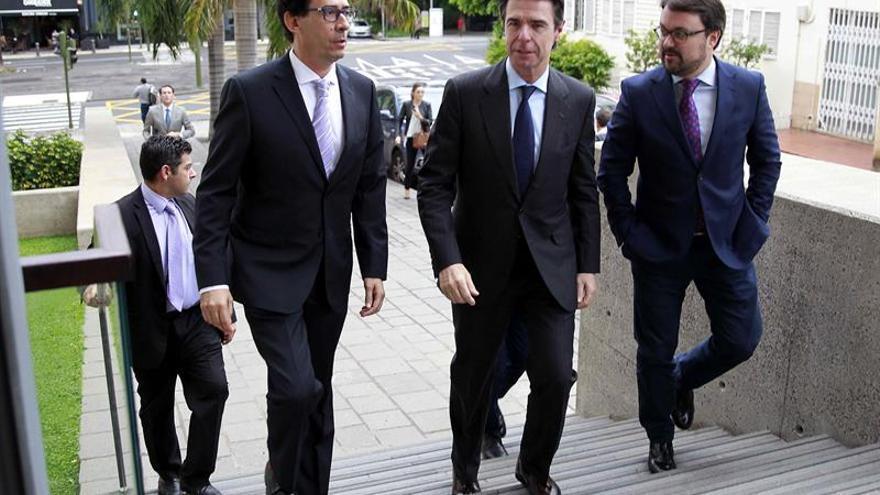 José Manuel Soria a su llegada al foro informativo que organiza el grupo Plató del Atlántico