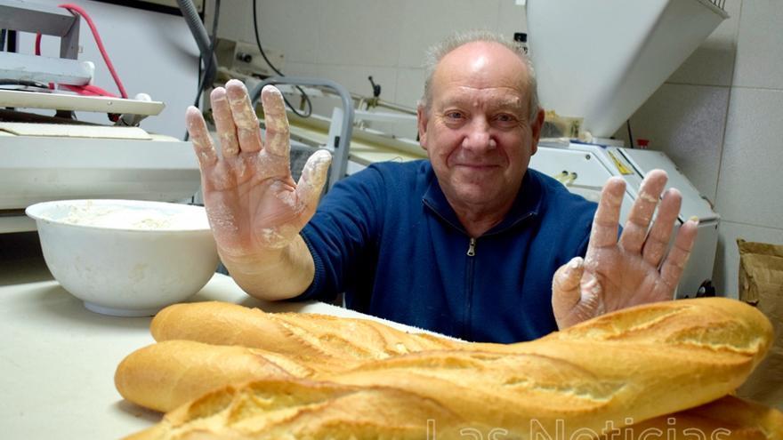 Fidel Sebastián Morillas es el alcalde y marido de la panadera de Ribatajada