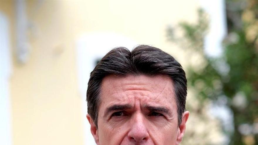 Soria recuerda que hay comprometidos más de 10.000 millones en el automóvil