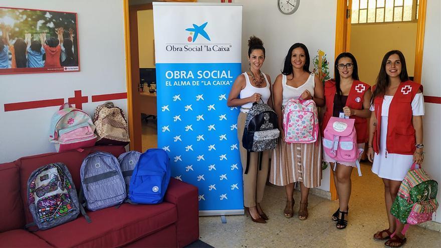 Mochilas escolares donadas por La Caixa.