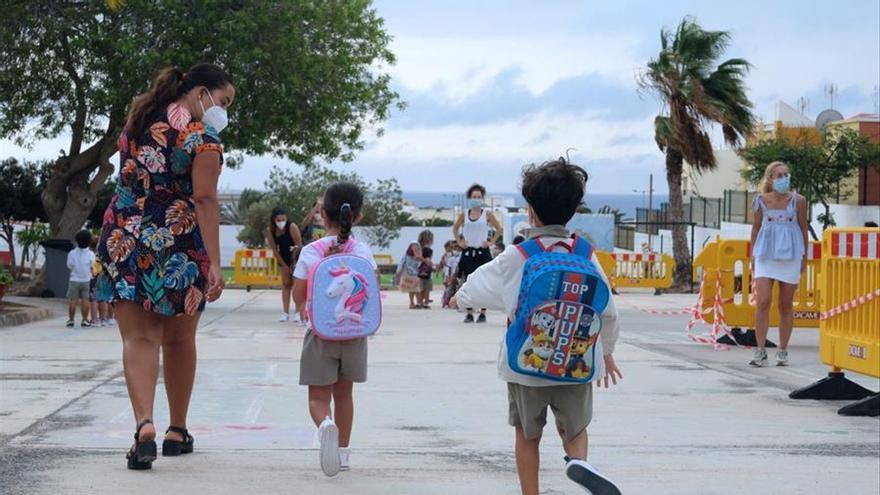 Niños de camino al colegio (archivo)
