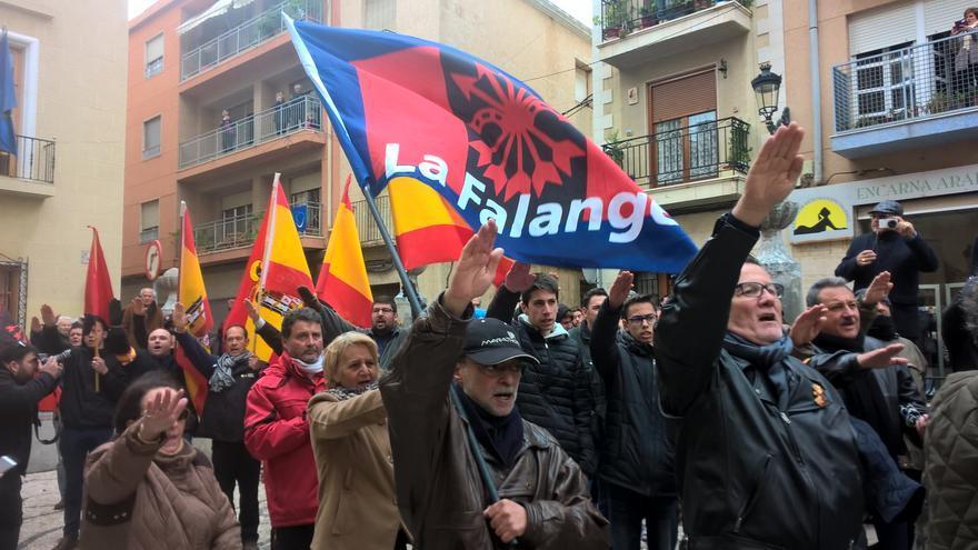 Protesta falangista contra la retirada de la cruz franquista en Callosa de Segura.