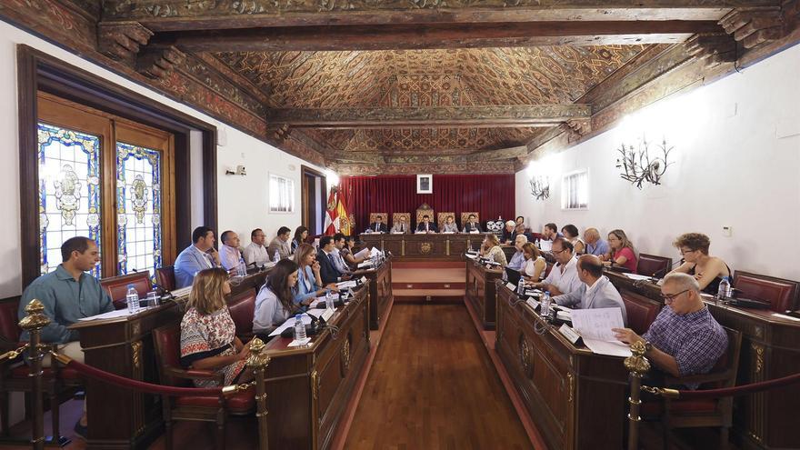 El Pleno de la Diputación de Valladolid reunidos este viernes.
