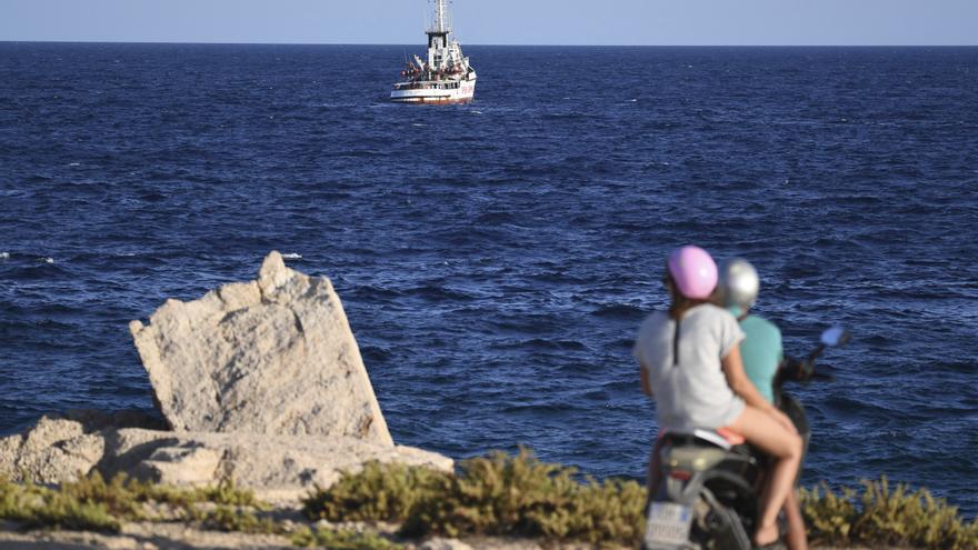 El Open Arms permaneció durante una semana frente a la isla de Lampedusa.