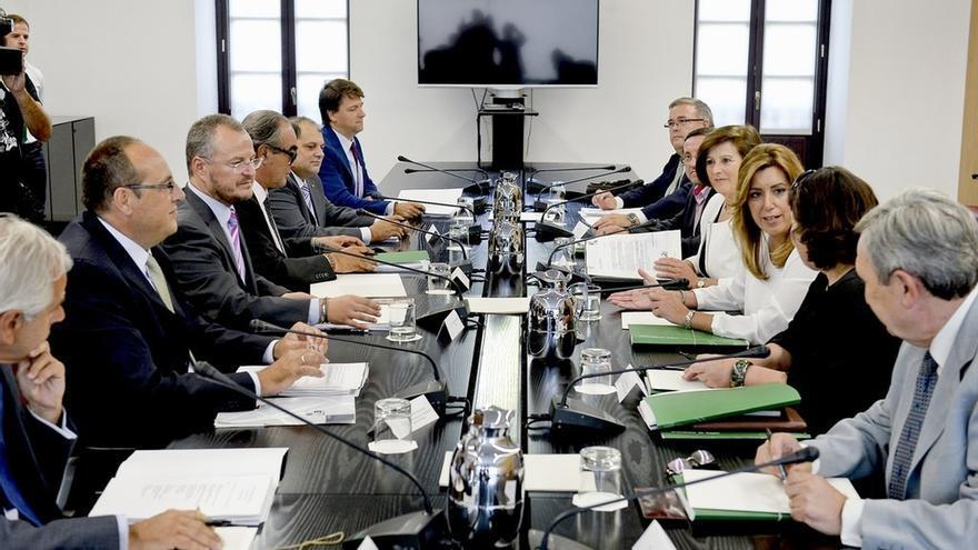 Díaz se compromete a pagar casi 52 millones en materia de dependencia para liquidar la deuda con las entidades sociales