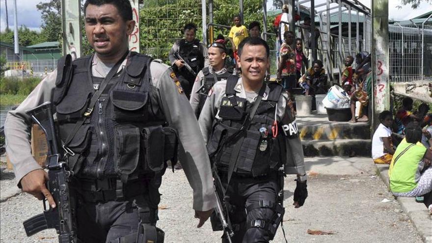 Cuatro muertos y 23 atrapados tras un hundimiento en una mina de Indonesia
