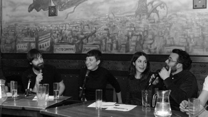 Eva Hache dominando la mesa de 'Lo de las noticias'