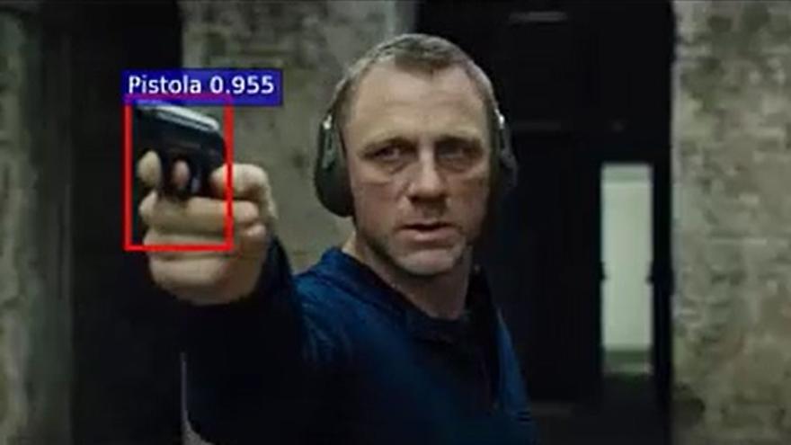 James Bond con una pistola