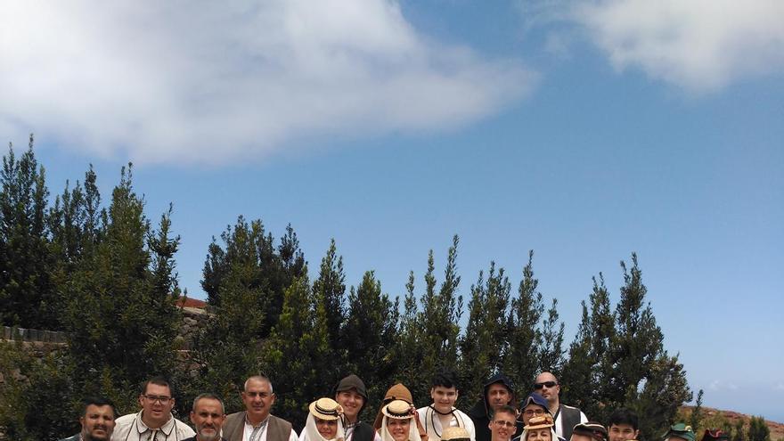 Miembros de la Escuela Municipal de Folclore de Santa Cruz de La Palma.