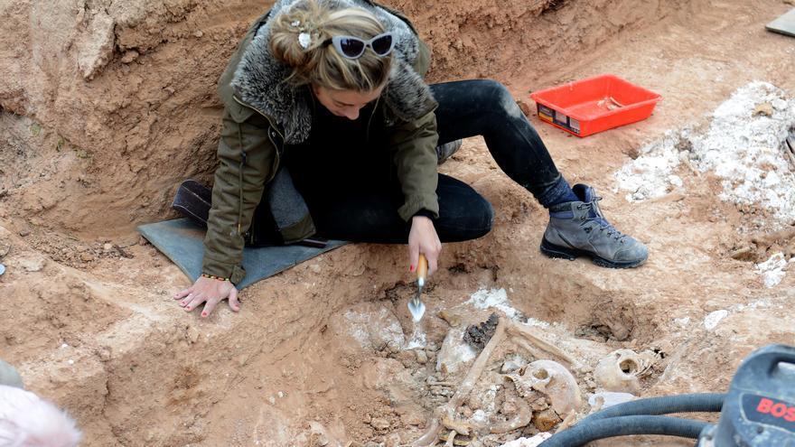 Los restos serán enviados a un laboratorio de Zaragoza para cotejar el ADN con muestras de posibles familiares.