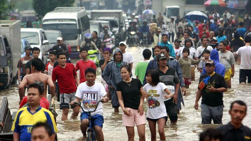 Once muertos y 18.000 evacuados por las inundaciones en Indonesia