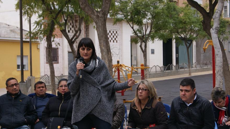 La diputada nacional del PSOE por Murcia, María González Veracruz, en una asamblea abierta