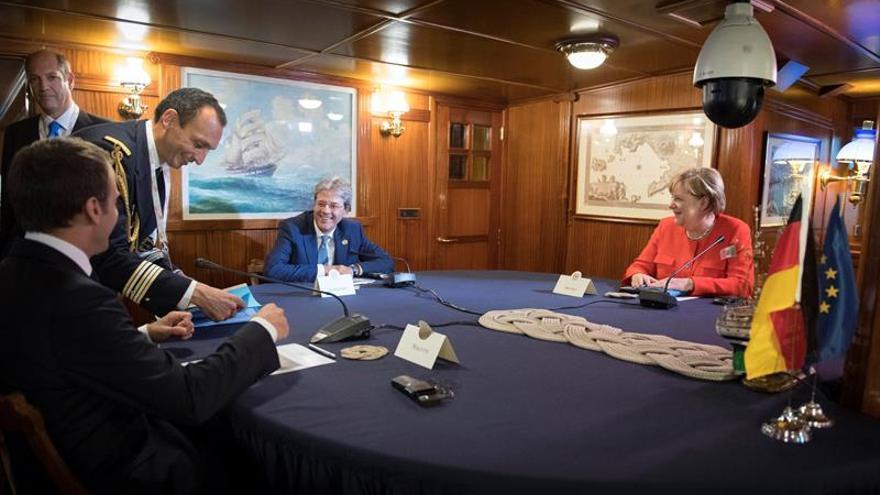Merkel y Macron expresan su solidaridad con Italia por la gestión migratoria