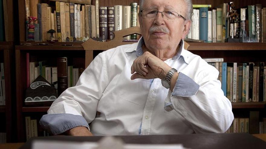"""Rafael Guillén dice que """"la poesía no son los versos, la poesía está en la vida"""""""