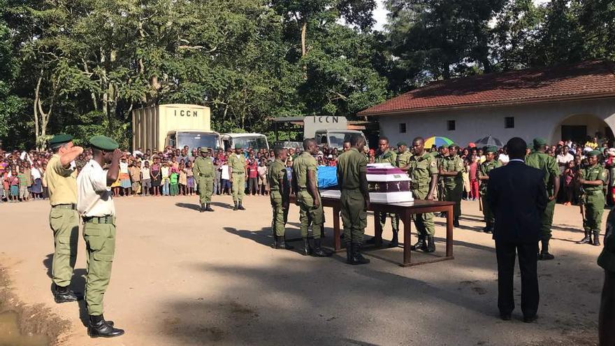 Funeral de uno de los 'rangers' asesinados en el Parque Nacional de Virunga, en la República Democrática del Congo