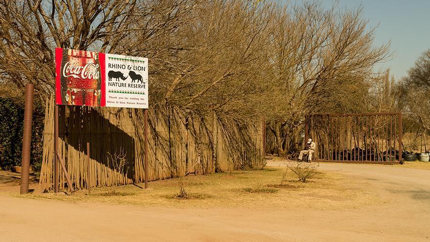 Entrada a la reserva Rhino & Lion de Johannesburgo. Foto: colectivobritches.com